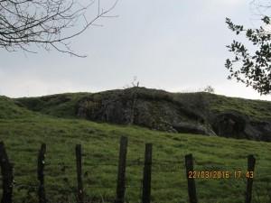 Imposant rocher de schiste.