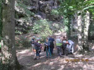 petite pause au pied des rochers d'escalade!