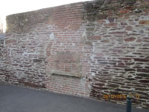 quelques interrogations sur les origines de ce mur !!!