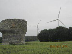 L'ancien moulin et les nouveaux.